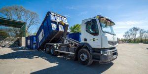 Chargement du camion avec bras de levage © Christophe GAGNEUX - PIXIM Communication